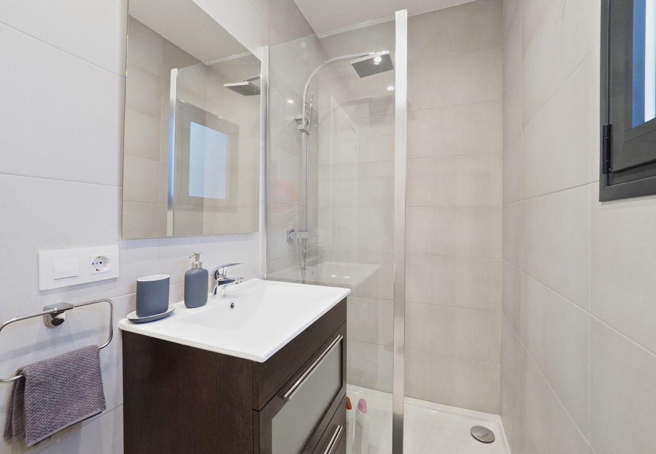 Apartamento en Hospitalet de Llobregat - Olala Modern Catalan Flat | Terrace |15m Camp Nou