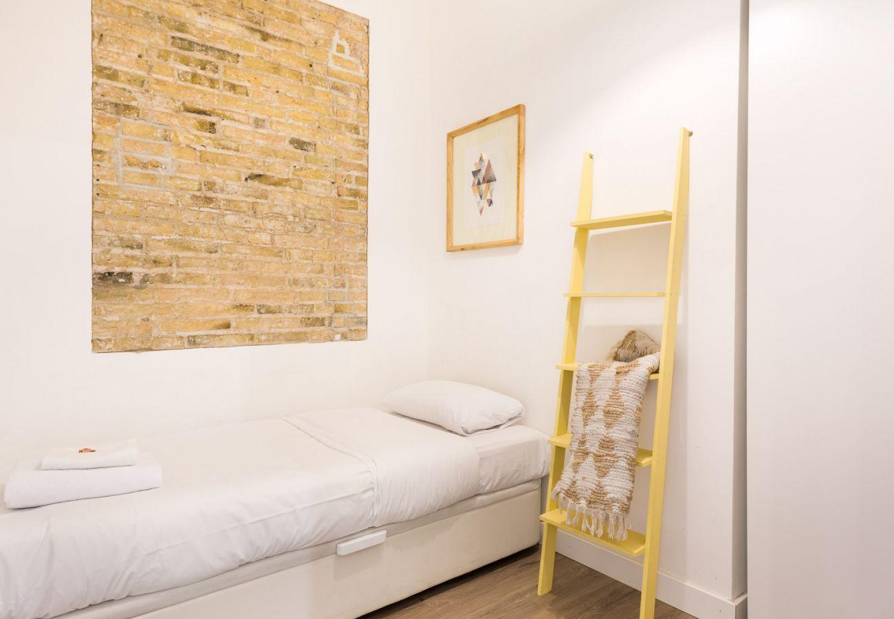 Apartamento en Hospitalet de Llobregat - Olala Design Apartment 1.4 | 10m Pl.España