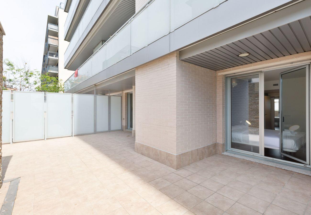 Apartamento en Sant Adria de Besós - Olala Port Forum Ground Floor 3 bedroom with Terrace G2
