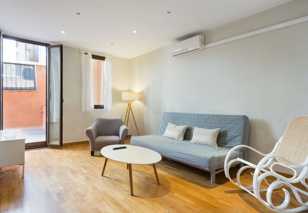 Apartamento en Barcelona - L'illa Charming 1BR Apartment with Terrace
