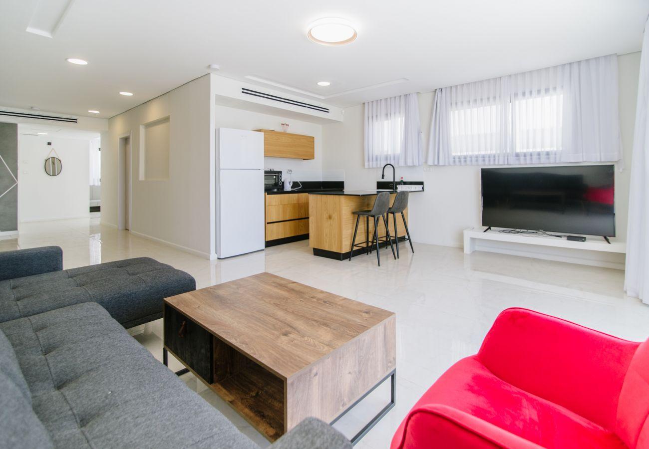 Apartamento en Neve Zohar - Olala Desert Shades Duplex with sunny terraces and sea view