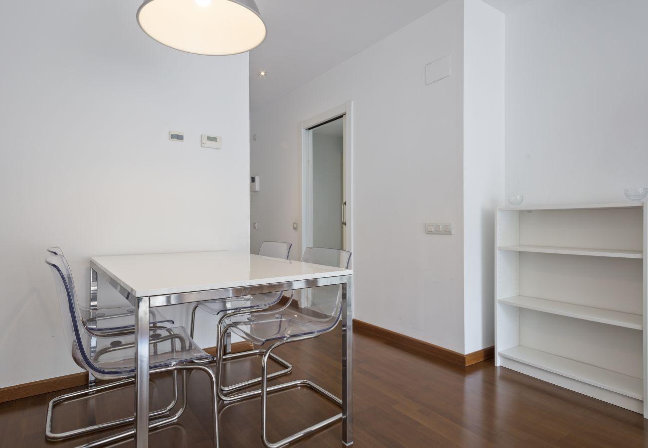 Appartement à Barcelone - Exclusive Les Corts 2BR 6.4 Apartment w/Balcony