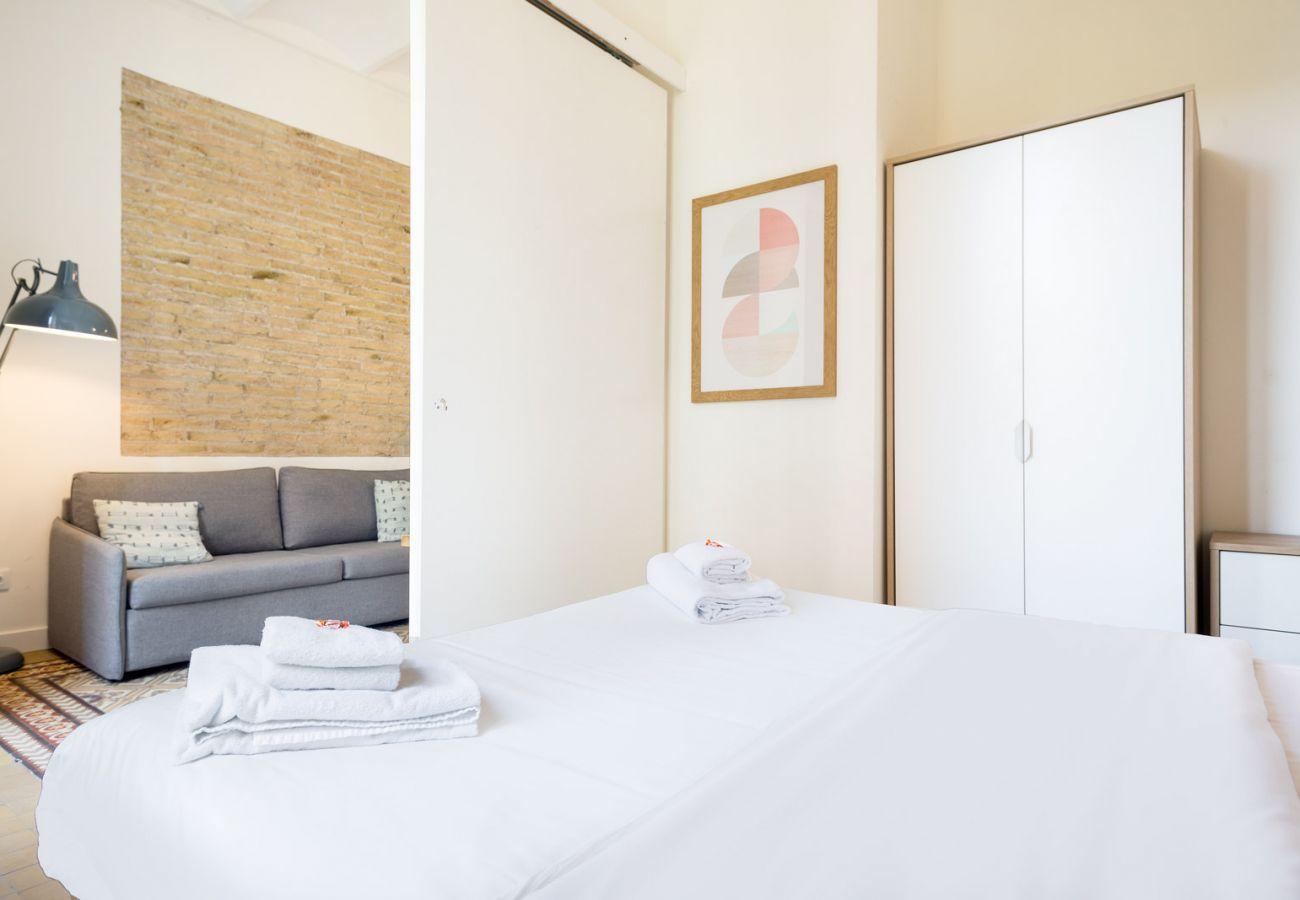Apartment in Hospitalet de Llobregat - Olala Design Apartment 1.4 | 10m Pl.España