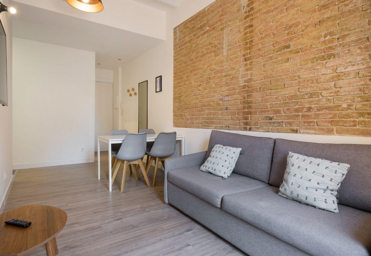 Apartment in Hospitalet de Llobregat - Olala Design Apartment 1.3|Terrace|10m Pl.España