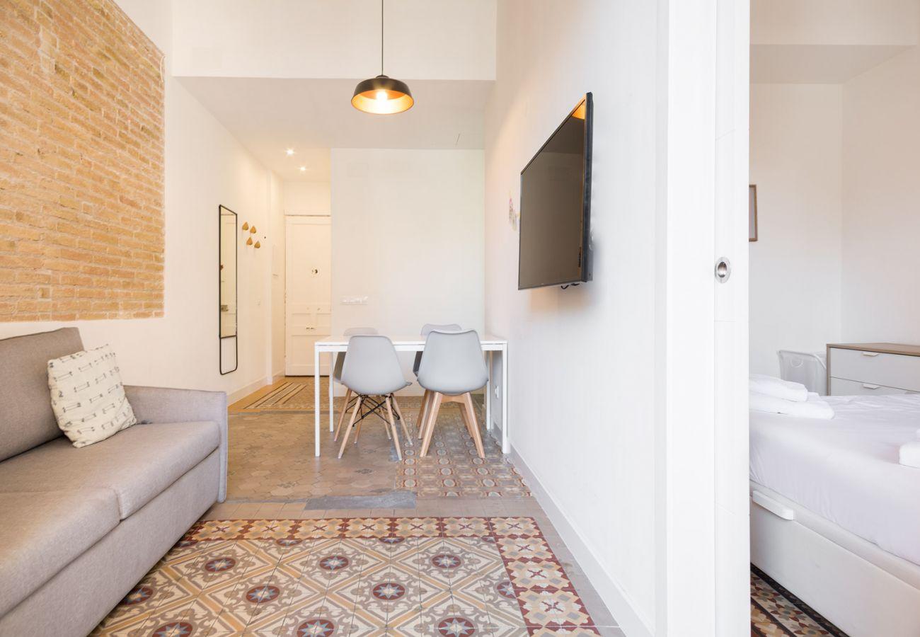 Apartment in Hospitalet de Llobregat - Olala Design Apartment 2.2 | 10m Pl.España