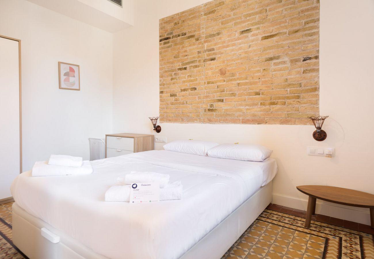 Apartment in Hospitalet de Llobregat - Olala Design Apartment 3.3   10m Pl.España