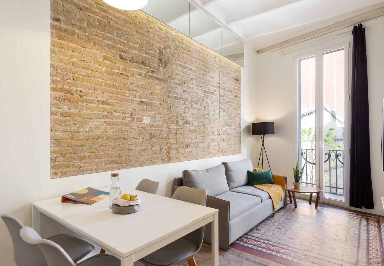 Apartment in Hospitalet de Llobregat - Olala Design Apartment 2.1| 10m Pl.España