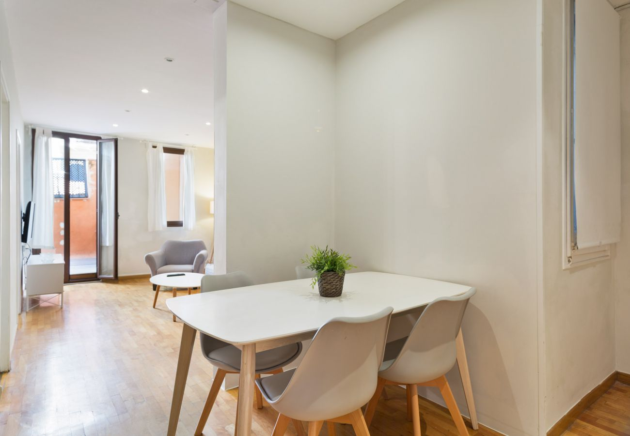 Apartment in Barcelona - L'illa Charming 1BR Apartment with Terrace
