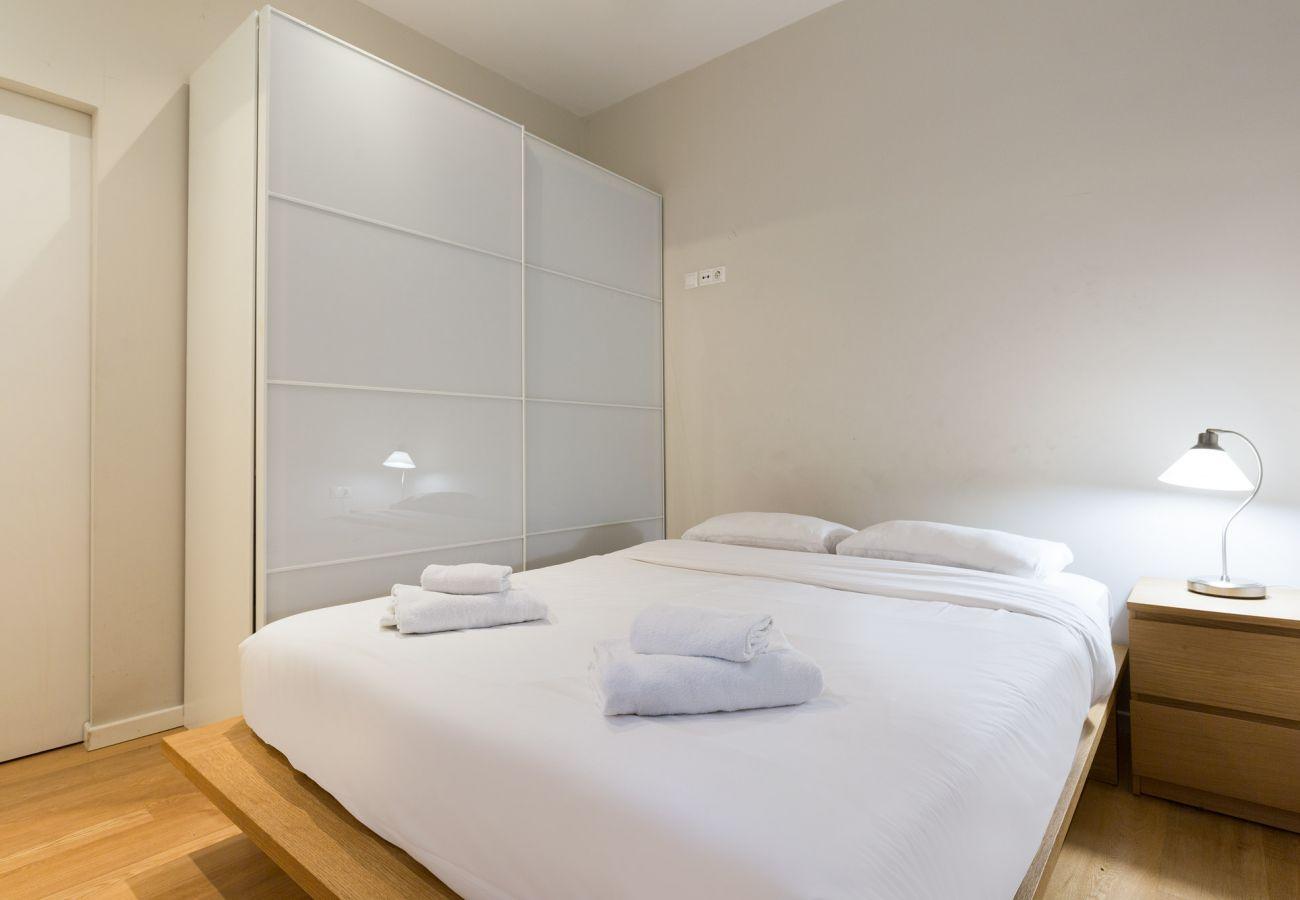 Apartment in Barcelona - Eixample City Center 2BR Flat | 3 min. Urgell