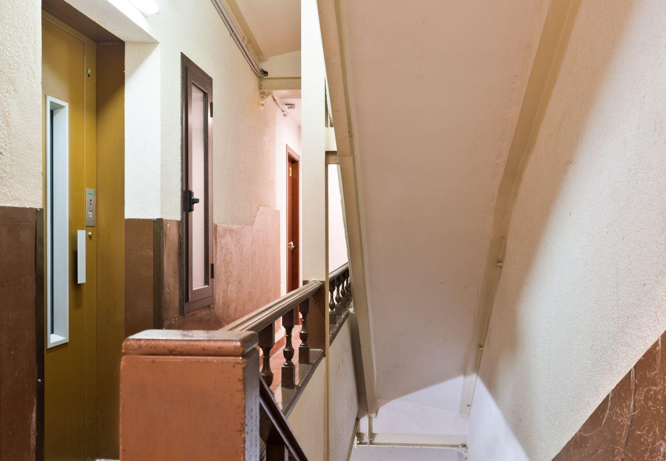 Apartment in Hospitalet de Llobregat - Olala Santiago Apartment 2.3 | 16 min. Pl. España