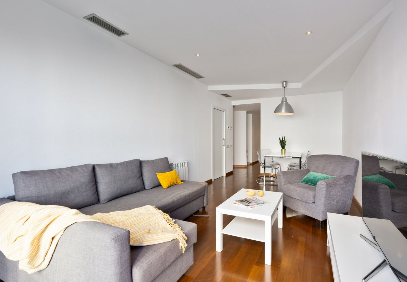 Apartment in Barcelona - Exclusive Les Corts 2BR 4.9 Apartment w/Balcony