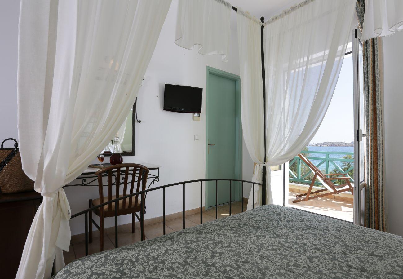 Rent by room in Finikas - Olala Brazzera Hotel - Honeymoon Double Room
