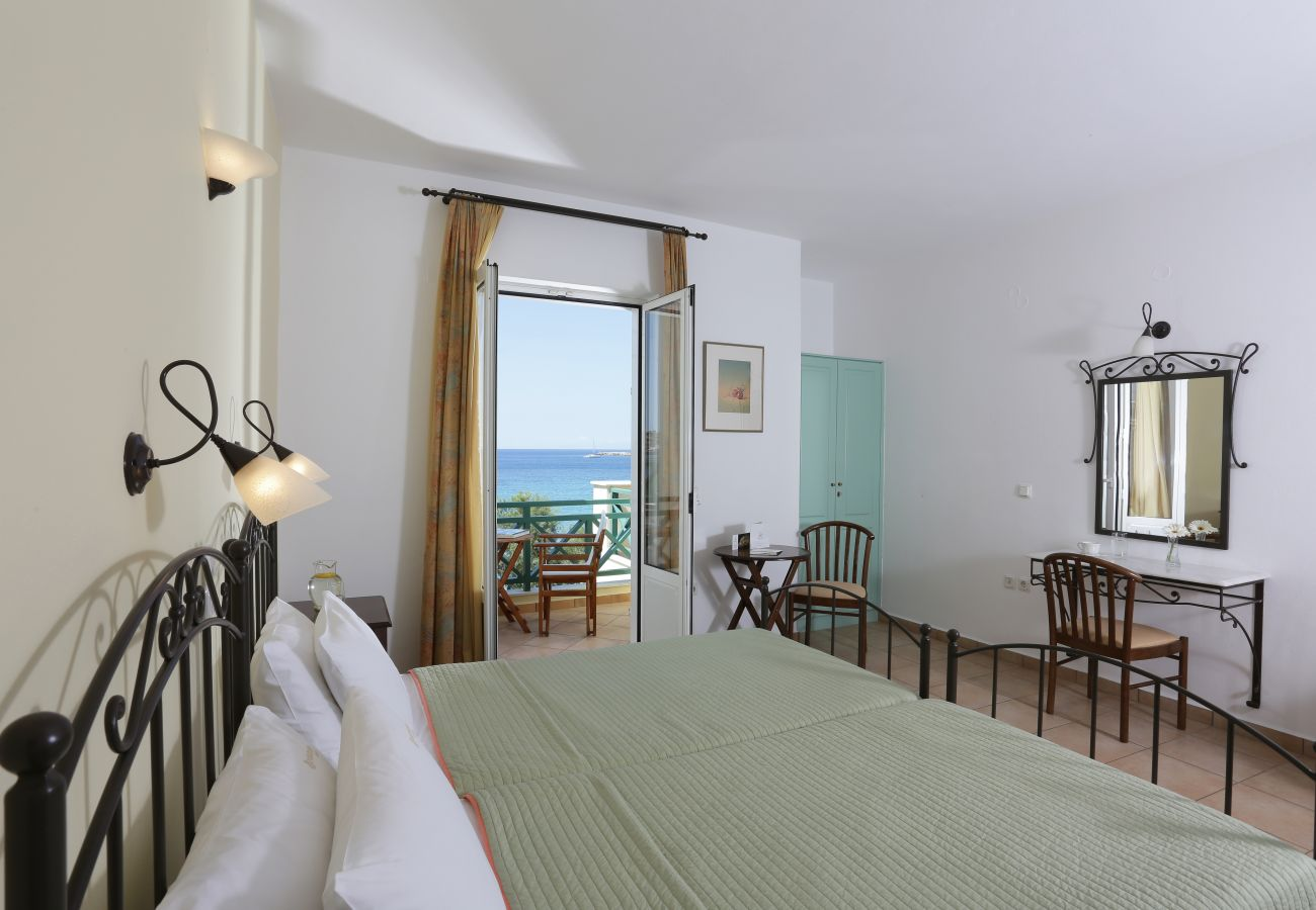 Rent by room in Finikas - Olala Brazzera Hotel - Triple or Quadruple Room with Sea View
