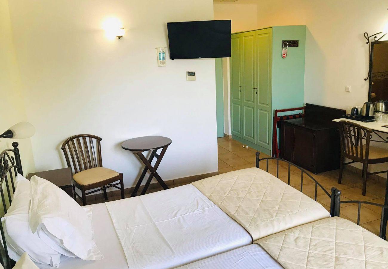 Rent by room in Finikas - Olala Brazzera Hotel - Triple or Quadruple Room